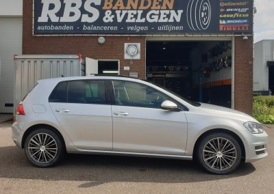VW Golf 7 met 17inch InterAction Velocity velgen-